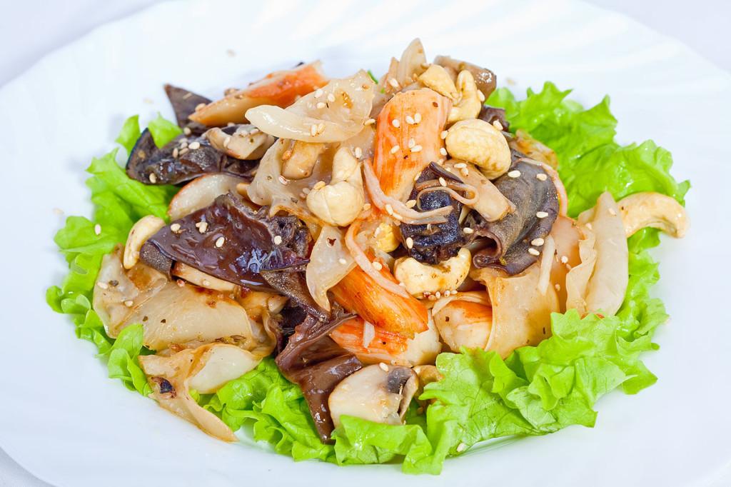 салат с грибами и крабами