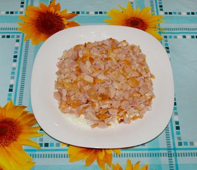салат виноградная лоза из курицы с виноградом и сыром
