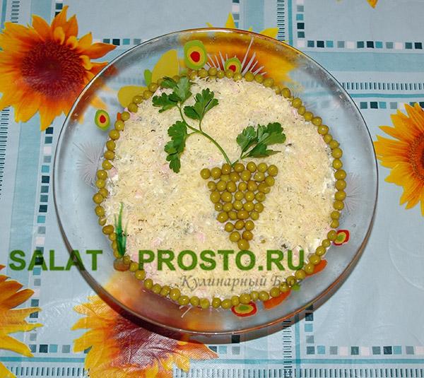 салат Оливье, украшение виноградной лозой, пошаговый рецепт оливье
