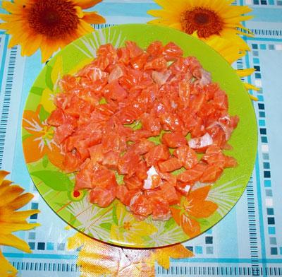 помидоры - мелкими кубиками.