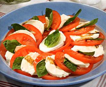 салат капрезе италия