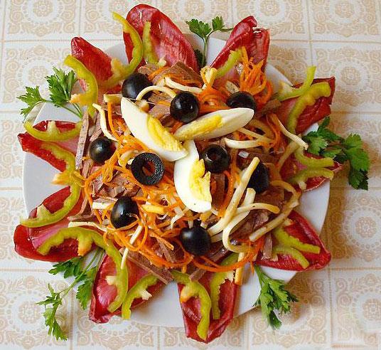 салат из сердца, моркови и копченого сыра