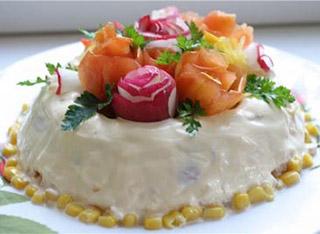 салат цветы из колбасы