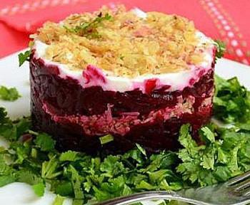 салат из свеклы с грецкими орехами и сыром