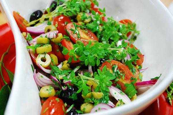 салат турецкий с помидорами и перцемсалат турецкий с помидорами и перцем