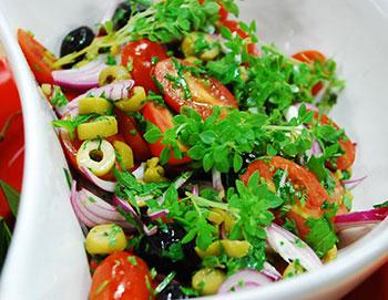 салат турецкий с помидорами и перцем