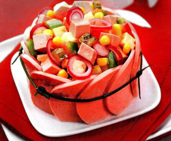 салат мясной пестрый