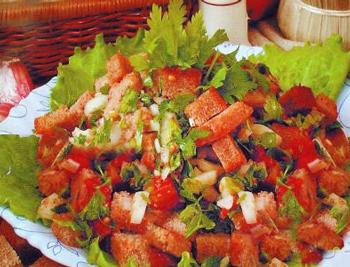 салат хлебный с помидорами и перцем