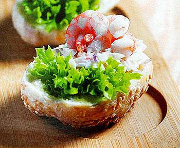 салат из булочек с острым крабовым салатом