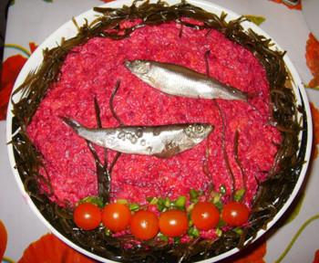 салат море из селедки и свеклы