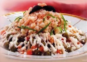 салат с рисом и крилем