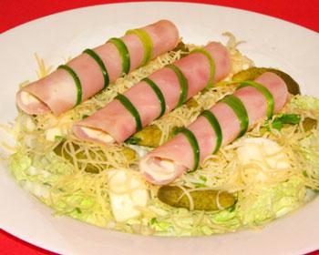 салат три сыра с ветчиной