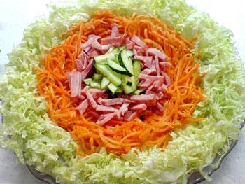 салат радуга из пекинской капусты и ветчины