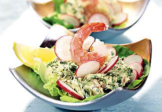 салат-коктейль весенний с редиской, креветками и творогом