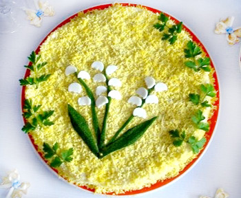 салат ландыши слоенный из крабовых палочек