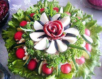 салат райский цветок из колбасы праздничный