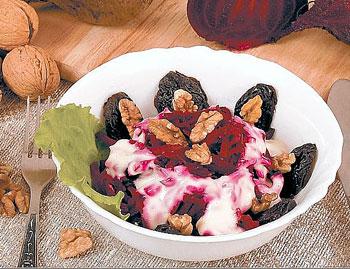 салат орехи с черносливом