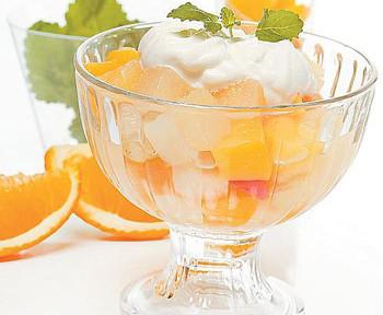 фруктовый салат из груши и фурмы с медом