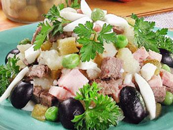 салат с мясом и маслинами