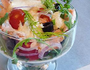 салат из форели с помидорами