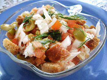 салат овощной с сухариками