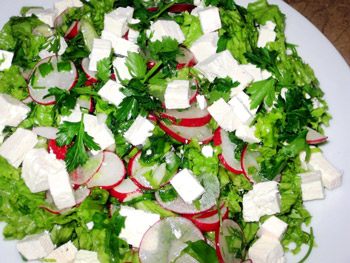 салат из брынзы с редисом