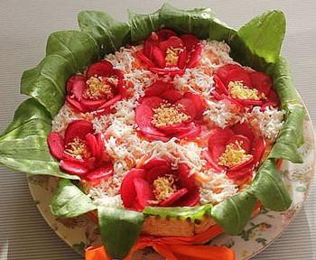 салат цветочный горшочек из курицы с черносливом