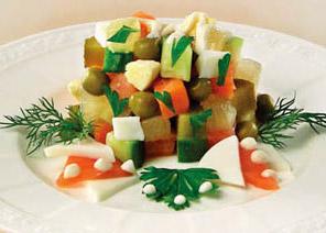 салат из филе рыбы с лимоном и огурцом