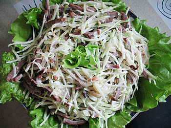 Салат с говядиной и редькой