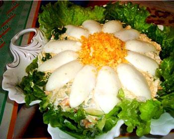 салат к дню рождения Ромашка