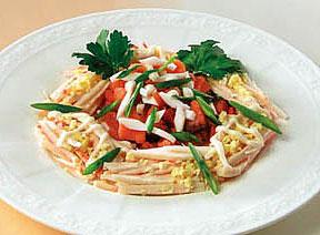 салат из копченой рыбы и крабовых палочек, салат на каждый день