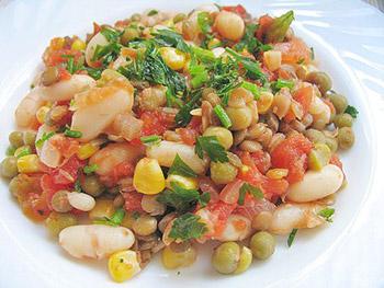 салат из чечевицы и кукурузы