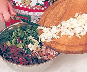 салат из курицы пошаговый
