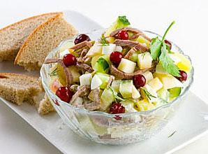 салат из сосисок и бобов