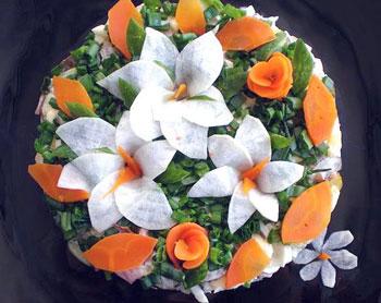 салат лилии из говядины и редьки, праздничный салат, украшение салатов