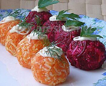 салат шарики из свеклы, сыра и моркови с сюрпризом