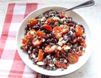 салат с фасолью, помидорами и сыром фета