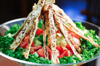 фаттуш салат с лавашом и овощами