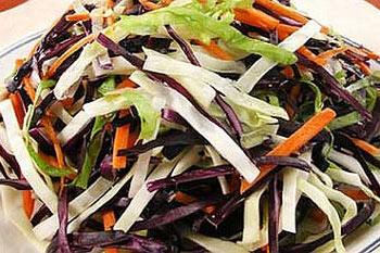 овощной летний салат из капусты и моркови