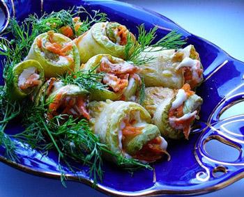 рулетики из кабачков с яичным кремом и корейской морковью, вкусная закуска из кабачков