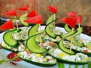салат лодки из огурцов, украшение салатов, оливье