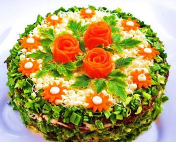 салат-торт из куриной печени из блинчиков с сыром и яйцом