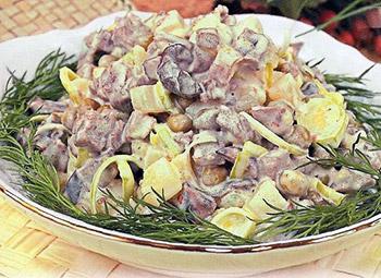 салат мясной с грибами, сытный салат, рецепт мясного салата