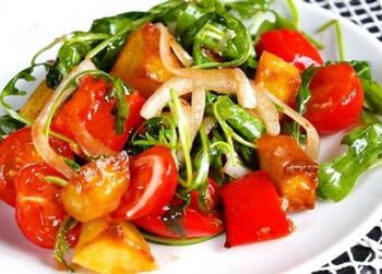 салат с картофелем, запеченным перцем и рукколой, закуска к мясу
