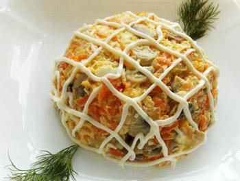 салат осень из шампиньонов, лука, моркови, яиц и сыра
