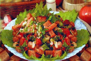 салат хлебный с помидором и луком, салат на скорую руку