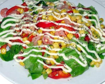 салат с креветкаи, кукурузой и сладким перцем