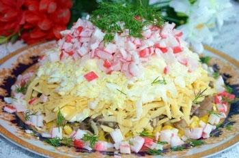 салат с грибами и крабовыми палочками, слоеный
