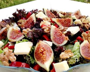 салат из инжира с сыром и орехами