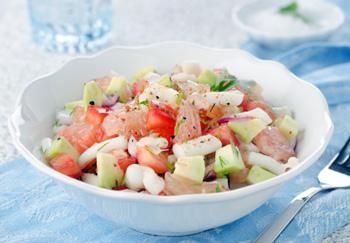салат из кальмара, авокадо и грейпфрута